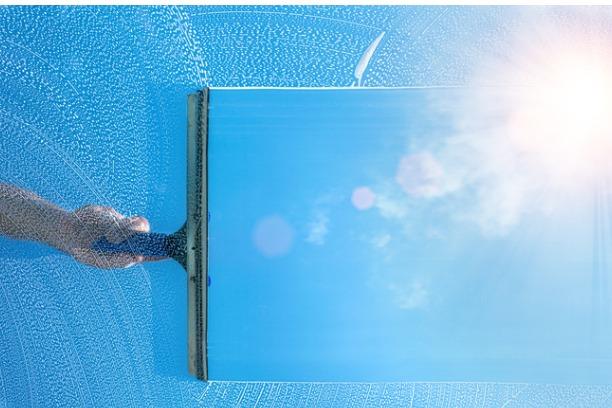 Wndow cleaner squegeeing window