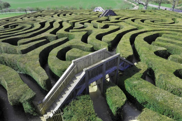 maze-with-bridges-picture-id182771396 (1)